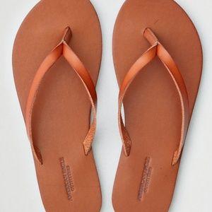 american eagle cognac tan flip flops